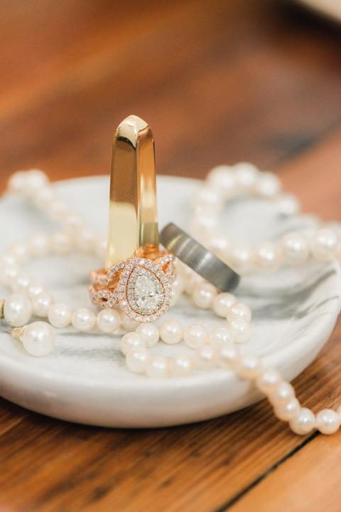 Marbled wedding details pear diamond wedding ring