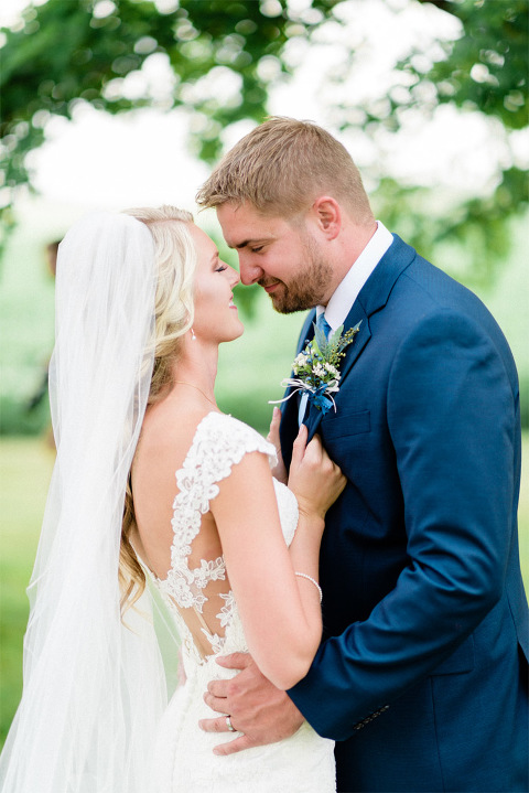 Romantic outdoor wedding minnesota photography loving bride and groom portrait