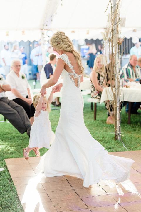 Courtney Amp Zach Romantic Outdoor Minnesota Wedding With